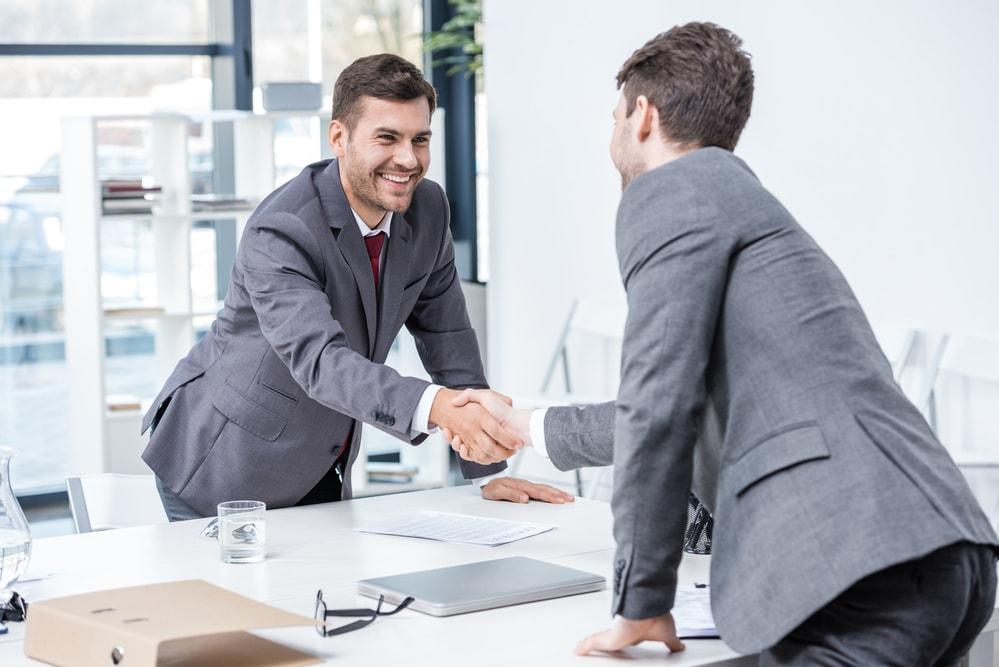 Recolocação profissional -  Saiba como dar a volta por cima e se lançar no mercado